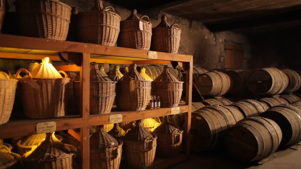 cognac-barrel-martell-cognac-production-distillery
